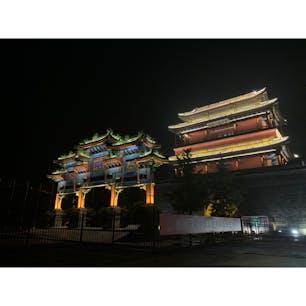 2019年9月9日 #北京 一時間迷子で長城ついたの夜!笑 行きの車中は何故かカラオケ大会で、 結局この日は登れなかったけど、 良き想ひ出 ☺︎