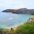 アメリカ ハワイ ハナウマ湾 大勢の観光客。日本人もいるが、外国人の数が多い。