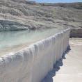 トルコのパムッカレ- 石灰岩の棚田。