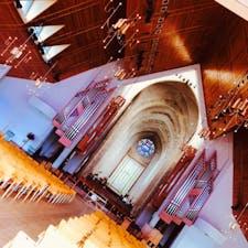 細かい所まで職人さんの手が  行き届いた教会。   実際に見た方が何千倍も綺麗。  in New Zealand