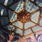 江ノ島サムエル・コッキング苑にある中国風の建物の中。 繊細な彫刻がキレイ