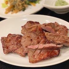 #司 #仙台 #宮城 2019年7月  夜遅くまでやってるのありがたい🙏  牛たん焼きと牛たんの角煮をいただきました😋😋 次こそは牛たんのたたきが食べたい...!