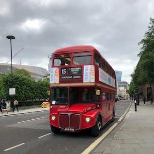 ロンドンにて。 オイスターカードで支払えるのを知らず、やり過ごしてしまいました。