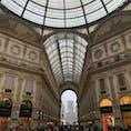 イタリア:ミラノ  ドゥオーモ前にあるガレリア❤️ 全てが絵になるところ✨