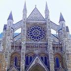 イギリス ウェストミンスター寺院 エリザベス女王の戴冠式が行われた寺院であり、政治家や作家、ニュートンやダーウィン最近ではホーキング博士ら著名な科学者らも埋葬されています。
