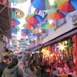 トルコ/イスタンブール/カドキョイ地区 カドキョイ地区を歩いていたら 傘でディスプレイをした素敵な小径がありましてシャッターを切りました。