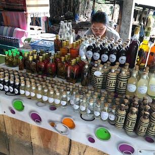 Whisky Village ラオラーオという50度の焼酎や織物で有名。メコン川クルーズでパークウー洞窟行く途中に立ち寄ります。