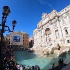 イタリア:ローマ  トレビの泉💙 平日の午前中でもかなりの人✨ 写真で見るより迫力あり👀✨✨