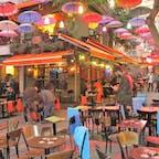 トルコ/イスタンブール/カドキョイ地区 色鮮やかな小径での写真。傘のディスプレイがずるいくらい素敵でした。