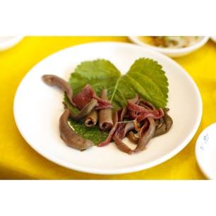 チャガルチ市場で食べたユムシ(生食) ユムシは刺身で食べるものだと教えてもらった