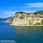 東洋のグランドキャニオンという異名を持つ白亜の断崖、館の岬(たてのさき)。黒の砂岩層と白の凝灰岩層が交互に堆積した地層が、隆起によってむき出しになっている自然スポットです。#北海道 #乙部町 #館の岬
