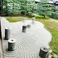 #東福寺 にある北斗七星をモチーフにした枯山水。宇宙を表現しているとのこと。  さて、写真からは一切わかりませんが、さすが東福寺と言わせる圧巻の紅葉でした🍁
