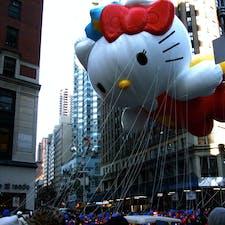 New York / Manhattan Macy's Thanksgiving Day Parade スパイダーマンや、キティちゃんなど人気のキャラクターの巨大バルーンが登場!4キロのパレードルートには300万人以上の観客でいっぱいになります♪