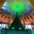 ワット・パクナム:話題の天井画は最上階(5階)にあります。ガラスで出来た蓮の花には下からライトが当てられ、緑色に光って何とも神秘的でした😍
