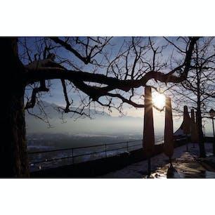 オーストリアのザルツブルク城〜 夕日が眩しい! 旅のブログやっていますので遊びに来てください! プロフィール画面にURLあります!
