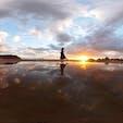 香川県の父母ヶ浜でもウユニ塩湖の様な体験を味わえました!海岸なので、潮の満ち引きを気にしながらですが、こんな写真がとれます!