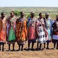 ケニア マライマラにて。 マサイ族の奥様方。 カラフルな衣装やアクセサリーが素敵✨