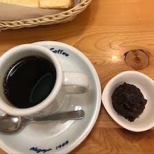 コメダ珈琲店成田店で、朝ごバン。 店長さんのお勧めで、ブレンドコーヒーに小倉餡を入れて混ぜたら、まろやかで美味しいの😋