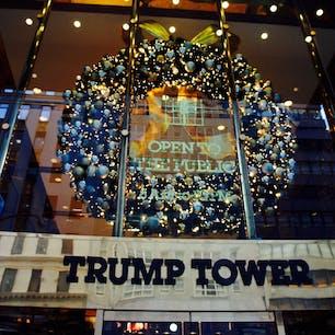 New York / Manhattan Trump Tower 5番街にあるトランプタワーのクリスマスリース。