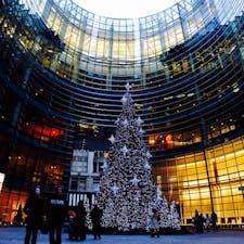 New York / Manhattan Bloomberg Tower ニューヨークの中心地にあるブルームバーグタワーのクリスマスツリー。 現在はもう閉店しまいましたが、このタワー内には、歴代大統領が訪れた老舗フレンチレストラン「Le Cirque」が入っていました。