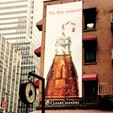 New York / Manhattan 45th Street マンハッタンの街中のCokeの看板も、ホリデーシーズンにはクリスマスな感じで♪