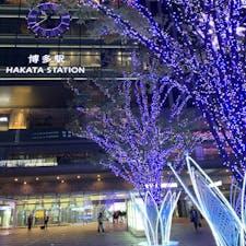 博多駅のイルミネーション 今年は例年より多く人がいる気がする。
