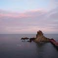 いわき市の波立海岸に浮かぶ弁天島。震災後、島まで架けられた橋がしばらく利用できなかったようですが、復旧して渡れるようになってました。