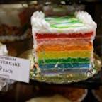 New York / Manhattan The Food Emporium  ミッドタウンのスーパーマーケットのとってもカラフルな7色レイヤーケーキ。 #newyork #manhattan