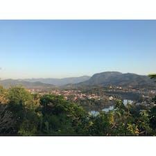 ラオスのルアンパバーン! プーシーの丘からの夕日〜 旅のブログを始めました。 プロフィール画面にURLがありますので、ぜひ遊びに来てください!