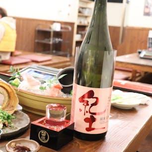 和歌山の人気居酒屋 おぎん にて 地魚五種盛り タチウオ天ぷら 一緒にいただくのは 和歌山の地酒 紀土(きっど) と読むらしい笑