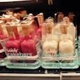New York / Manhattan The Food Emporium  ミッドタウンのスーパーマーケットで見つけた「ケーキバー」。アイスの棒にケーキが刺さっているのが食べやすいです♪ #newyork #manhattan #cakebars