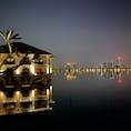 ベトナムハノイ市内のインターコンチネンタル・ウェストレイクの夜景。