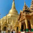 今回初めてミャンマー訪問しました。ミャンマー最大の聖地シュエダゴォン・パヤーの存在感が特に凄かった。全てが「金色仕様」で人を引き寄せる力があり、中央の仏塔を取り巻く回廊を右回りに歩いて網羅すると軽く2〜3時間はかかります。ここで面白かったのが、お参りの際にミャンマー伝統歴の「八曜日」というのを使用していて「何曜日に生まれたか?」というのがとても重要で、自分の生まれた年と月でチャートから数字を割り出します。そこから最終的に自分の「誕生曜日」を見つけ出すと、8つの曜日の星と方角と動物が分かるので、最後にその方角の祭壇にお参りするというもの。因みに私は「南東の火曜の火星のライオン」だったので、そちらの祭壇にお参りしました。