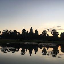 カンボジア、シェムリアップ、アンコールワットでの朝日 2019年10月