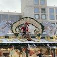 シュツットガルトクリスマスマーケット 屋根の上の装飾が有名です。