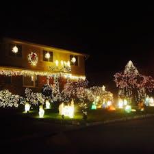 New York NY郊外の高級住宅地で見かけたクリスマスディスプレイが素敵なおうち。どんな人が住んでいるのか知りたくなります。汗 #newyork