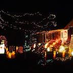 New York 日本ではなかなか見かけない、アメリカらしい豪勢なクリスマスホームデコレーション。 #newyork