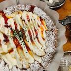 제임스 시카고 피자(james cicago pizza)🍕🥤  弘大入口駅(홍대입구역)から すぐのところにあるピザのお店。  運ばれてきた後も火で温めているので、 チーズが食べる時もトロトロの状態! 甘辛いソースですごく美味しかったです!🥰  #弘大ご飯 #弘大ランチ