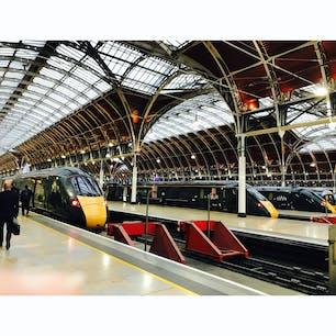 ヒースローエクスプレスでパディントン駅に到着^_^早くに買っていたのに何故か同じ方向を2枚😭時々やります。