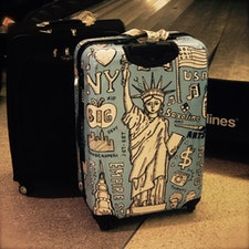 New York / Queens John F. Kennedy International Airport Baggage claimで見かけた、NY愛が強すぎる?!スーツケース。いいなぁ、欲しい。 #newyork #jfk #queens