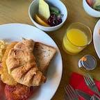#ハートレイズ・クロコダイル・アドベンチャーズ #ケアンズ #オーストラリア  2019年12月  コアラと一緒に朝ごはん🐨🌿  ビュッフェ形式の朝食だったんだけどオーストラリアの ビュッフェは1回しか取りに行けないらしい🤔🤔