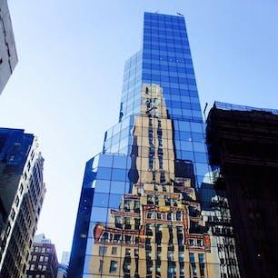 New York / Manhattan マンハッタンのミッドタウンのビルに映るビルの写真。オフィス街ではこういう景色をよく見かけます。 #newyork #manhattan