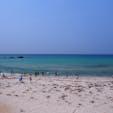 角島の海、きれいな青!沖に向けてグラデーションのように青が濃くなります