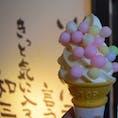 四国の旬🍦🟢🟡🟣  金比羅山を登る階段の前の通りにあるお店。 ここにある「おいり和三盆ソフトクリーム」が 可愛くて美味しかったです🥰 おいりはほんのり甘く、食べやすい味なので チャレンジしやすいと思います!✨  #おいりソフトクリーム