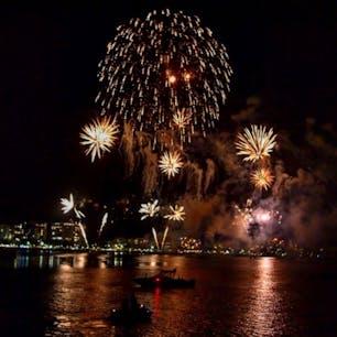 #ケアンズ #オーストラリア  2020年1月  初の海外旅行中のカウントダウン🥳🎉 21時と24時の2回行われるニューイヤー花火🎆  24時の花火はクルーズ船から⛴