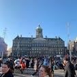 欧州の玄関、アムステルダム。 写真は中央駅。外観・内部共に雰囲気があってカッコよかった!(残念ながら電車は乗れず。。) この辺はまだ路面電車もたくさんあって、市民の移動の主力になってました。そして、チーズが旨かった笑 (2018年11月)