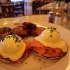 New York / Manhattan PASTIS ヴォーグの編集長 アナ・ウィンターや、 ビヨンセ、ヴィクトリア・ベッカム、サラ・ジェシカ・パーカーなどのセレブ御用達のレストラン「パスティス」が5年ぶりに復活!NYを訪れたら絶対に行って欲しいお店の一つです!パスティスについての記事も公開していますのでぜひご覧ください。 #newyork #manhattan #pastis