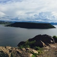 ペルー Silustaniから見えた島。  ガイドさんによるとインカ帝国が権力に物言わせて削ったとか削ってないとか🙄