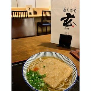 生粉蕎麦 玄  福岡市内で十割蕎麦を食べたいと思ったら、行くお蕎麦屋さん。 お揚げさんが大きいきつねそばをオーダーしました(^^)