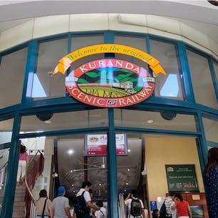 #キュランダ観光鉄道 #ケアンズ #オーストラリア  2020年1月  キュランダ鉄道の発着駅がまさかの #ケアンズセントラル 内にあってびっくり😳😳  毎日のように買い物🛍行ってたのに気づかなかった(笑)
